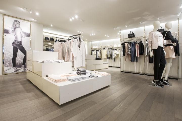 品牌女装店设计赏析